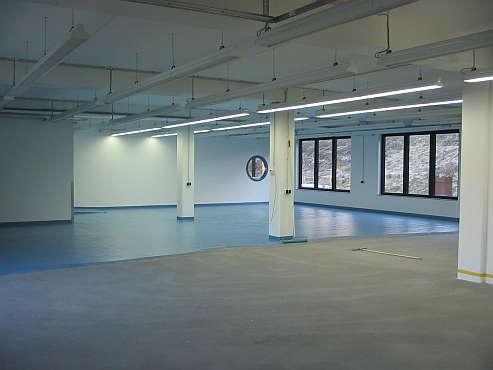 Um den Hallenboden zu versiegeln und schützen verwenden wir verschieden Beschichtungssysteme