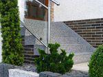 Greifenstein: Hauseingangstreppe Marmorkies M13-09