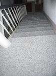 Essen: Treppenhaus Holzstufen mit Steinteppich M1003 beschichtet