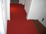 Plettenberg: Treppenhaus mit Steinteppich 3020 verkehrsrot