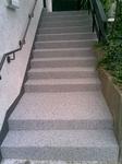 Treppenabdichtung und Steinteppich in M 1003 und Colorquarz M 66 - 07 schwarzgrau